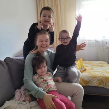 Opiekunka Weronika M.:  zaopiekuję się twoim dzieckiem. Jeleśnia